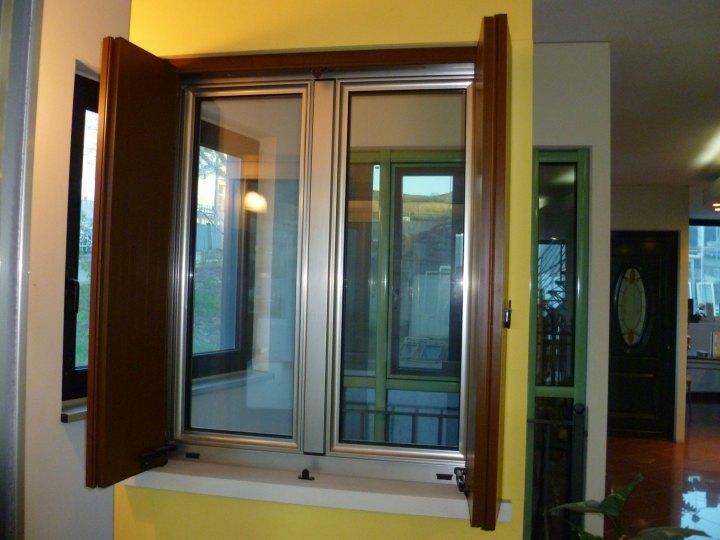 Pin finestre serramenti alluminio legno pvc roma infissi on pinterest - Finestre schuco pvc ...